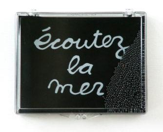 BEN VAUTIER, Écoutez la mer, 2001 [multiple]